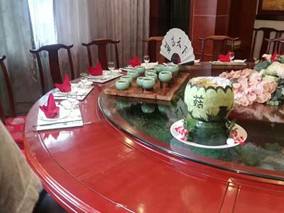 """县台办莅临菌临天下大酒店拍摄""""百菇宴"""""""